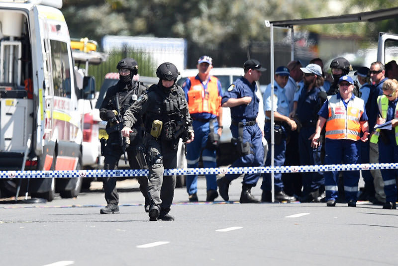 Tactical Police at the scene of a shooting at Ingleburn, in Sydney, Australia, 07 March 2016. (EPA)
