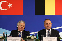 Belgian Foreign Minister Didier Reynders (L) and Turkish Foreign Minister Mevlüt Çavuşoglu deliver a press conference after talks during a Foreign Affairs, Justice and Interior Ministers meeting in Ankara on March 9, 2016. (AFP Photo)