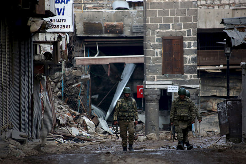 Turkish soldiers patrol in Sur district, in the southeastern city of Diyarbaku0131r, Feb. 26, 2016 (Reuters)