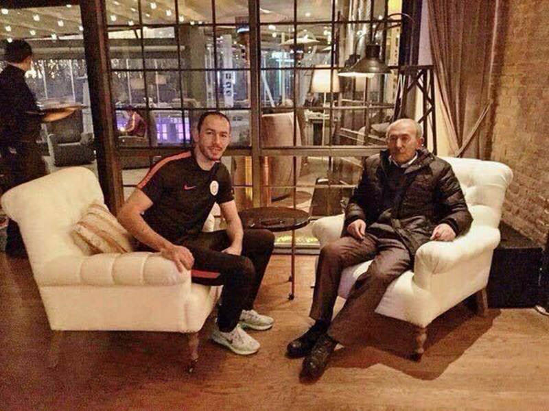 Umut Bulut (L) poses with his father Kemal Bulut. (DHA Photo)