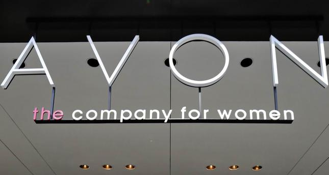 Avon to cut 2,500 jobs, move headquarters to Britain