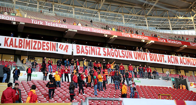 Fans are seen inside Galatasaray's Türk Telekom Arena while the decision to play to game without audience was announced, with the banner Condolences Umut Bulut, Turkish striker who lost his father in March 13 Ankara blast, is read. (AA Photo)