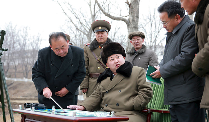 North Korean leader Kim Jong Un gives instruction during a simulated test of atmospheric re-entry of a ballistic missile, in Pyongyang on March 15, 2016 (Reuters Photo)