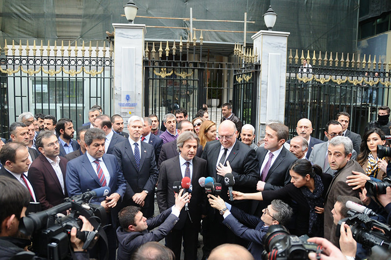 Belgian Consul General Vantieghem and Mayor Demircan (2nd and 3rd standing) adress to reporters in front of Belgian consulate. (Photo: Sabah / Mustafa Kaya)
