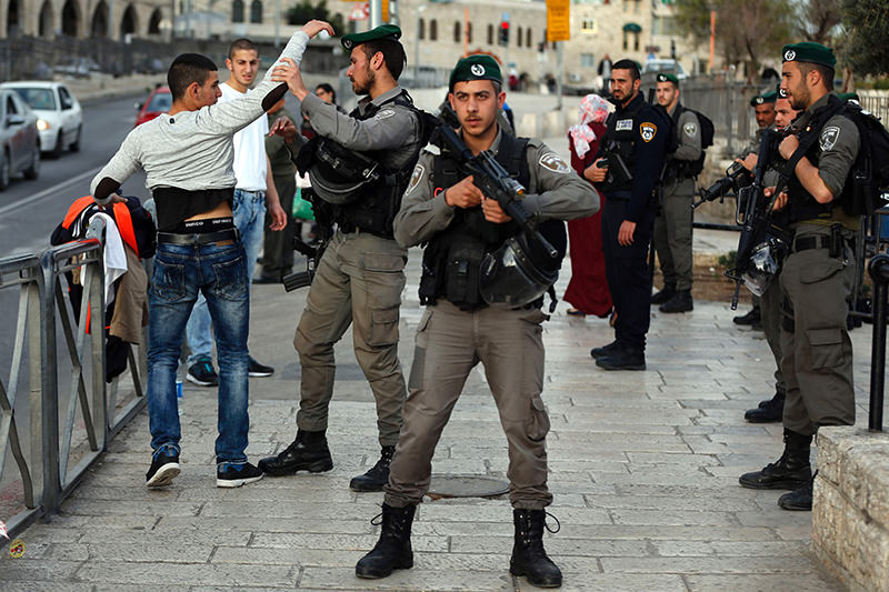 Israeli security forces a Palestinian young man at the entrance of Damascus Gate, outside Jerusalem's Old City, on March 9, 2016. (AFP Photo)
