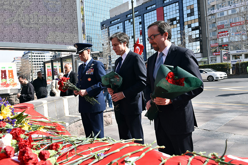 Blinken (C), Bass (R) and Sasseville pay respects to the 35 victims of March 13 Ankara car bomb attack in the city central Kızılay Square. (DHA Photo)