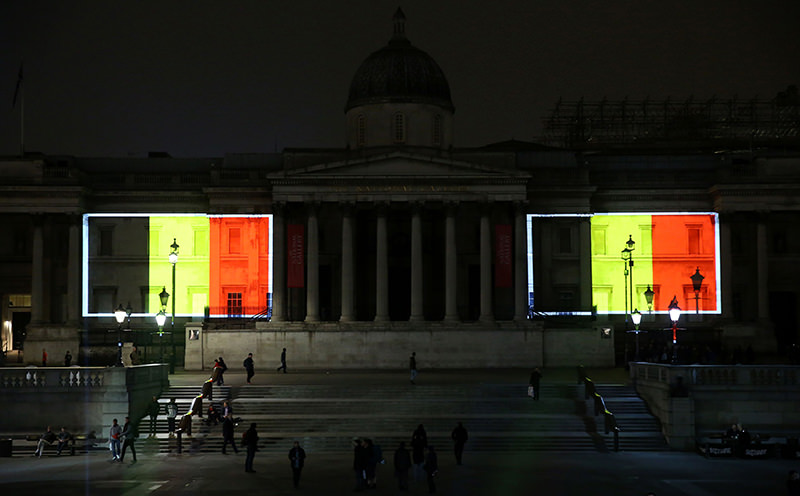 Belgian national flags are projected on to the facade of The National Gallery in central London on March 23, 2016. (AFP Photo)