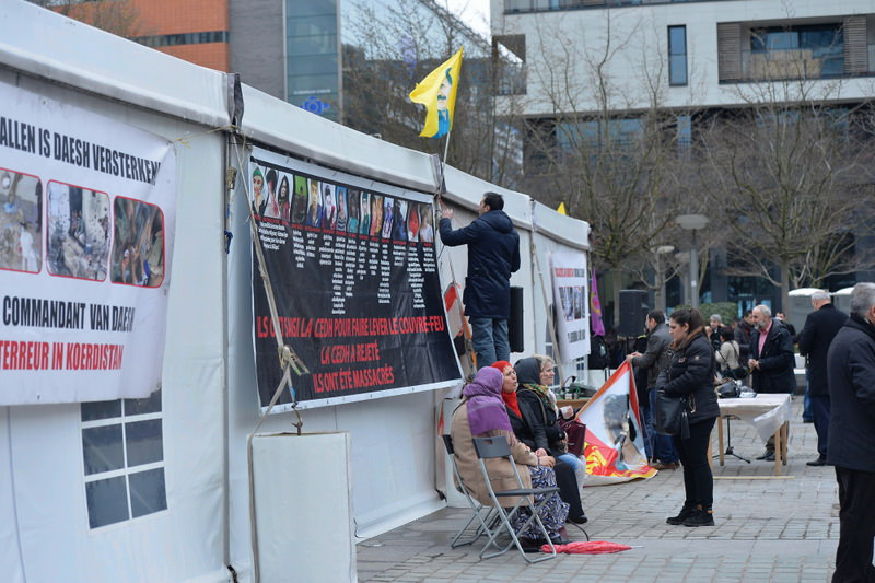 PKK supporters erected a tent in Brussels, which was criticized harshly by Turkey on the ground that Belgium turns a blind eye to the terrorist organization.