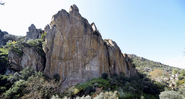 Historical frescoes in rock graves to be opened to tourists