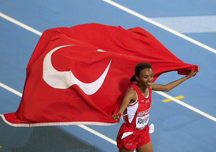 Elvan Abeylegesse of Turkey celebrates after winning the women's 10,000 metres final at the European Athletics Championships in Barcelona July 28, 2010. (Reuters Photo)