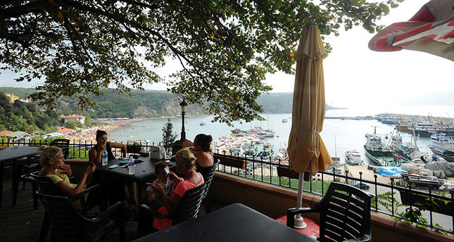 A teahouse overlooking the Bosporus in Istanbul's Poyrazköy district. (Sabah Photo)