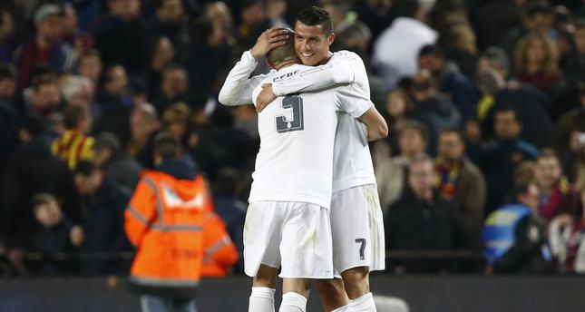 Real Madrid's Cristiano Ronaldo celebrates with Pepe (Reuters Photo)