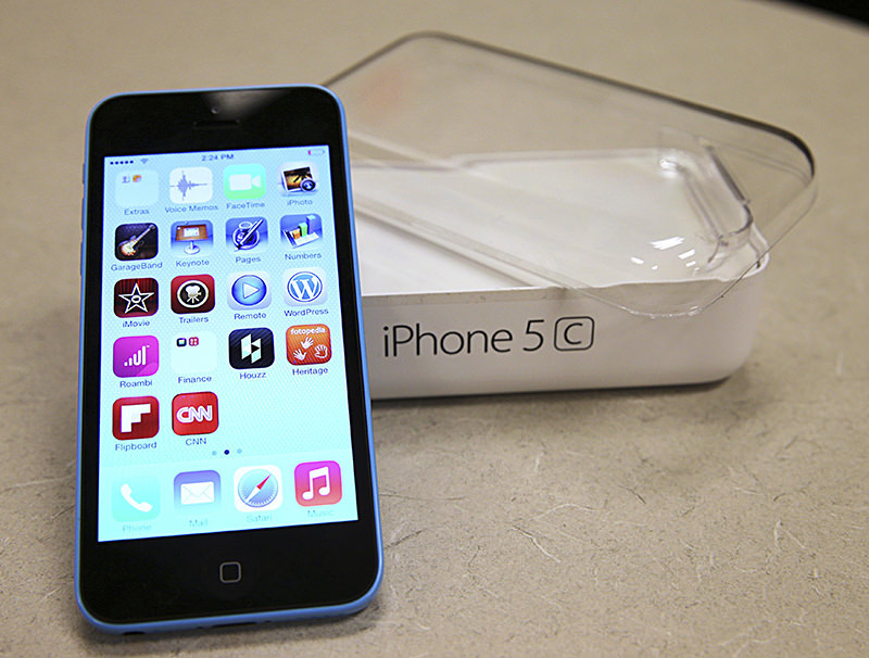 A new Apple iPhone 5C is on display at a Verizon store in Orem, Utah, in this file photo taken September 19, 2013. (REUTERS Photo)