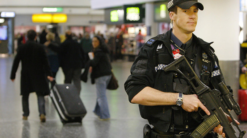An armed policeman walks inside a passenger terminal at Gatwick Airport, in southern England December 28, 2009. (Reuters Photo)