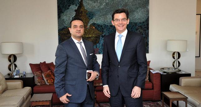 Daily Sabah's Ali Ünal (L) and Australian Ambassador James Larsen (Photo by Emre Şenoğlu)
