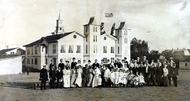 A group photo taken at the annual meeting of American Collage in Merzifon in 1908. The college lost its Armenian