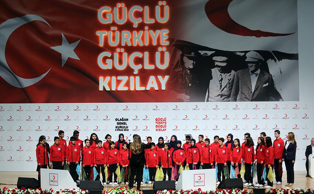 Choir of Turkish and Syrian children gave a concert prior to the opening of Turkish Red Crescent's ordinary general assembly. (DHA Photo)