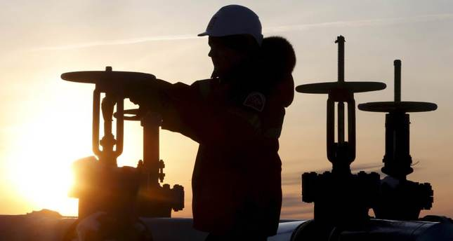 Oil falls on fading prospects of supply freeze