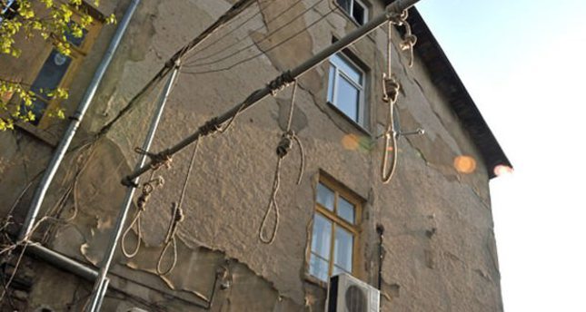 Bulgarian racists erect gallows in Sofia neighborhood inhabited by refugees
