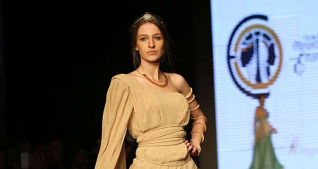 Summer arrives early at İzmir Fashion Week