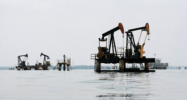 Oil pumps are seen in Lake Maracaibo, in Lagunillas, Ciudad Ojeda, in the state of Zulia, Venezuela, in this March 20, 2015 file photo. (Reuters Photo)
