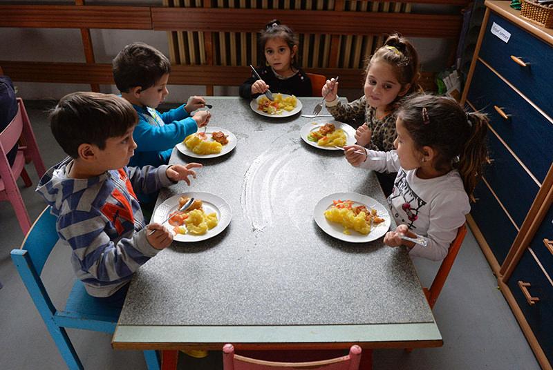 This file photo taken on December 11, 2015 shows children eating lunch in their kindergarten at Hrebendova street in the Lunik IX borough of Kosice. (AFP Photo)