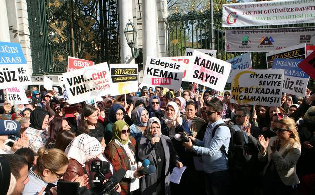Women protest CHP Chairman Kılıçdaroğlu's sexist insult in Istanbul, calling on him to respect women's rights and to resign.