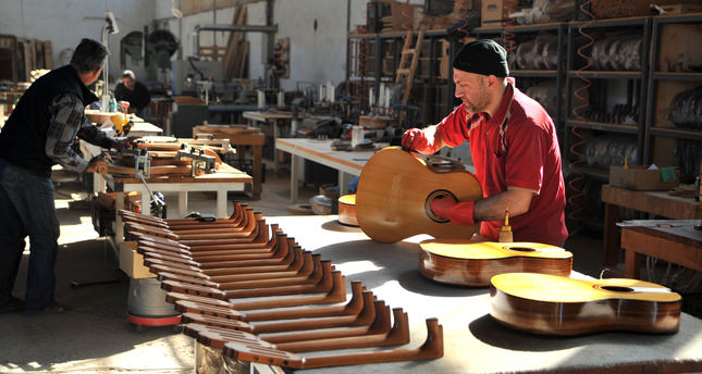 Turkish luthier exports flamenco, classic guitars