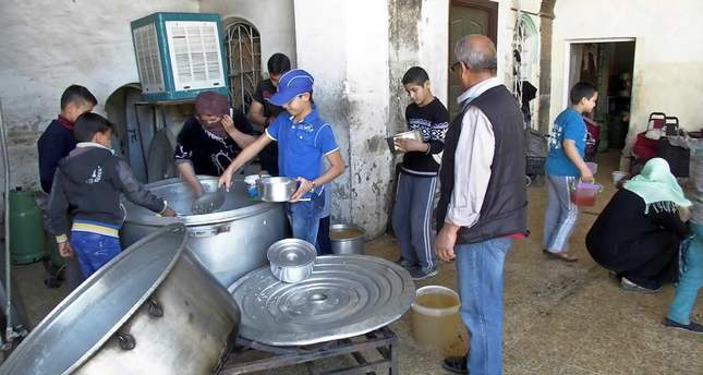 Displaced Iraqis find warm meals at Sufi shrine