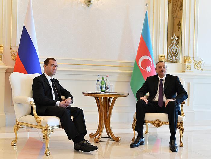 Russian President Dmitri Medvedev (left) with Azerbaijani President Ilham Aliyev (AA Photo)