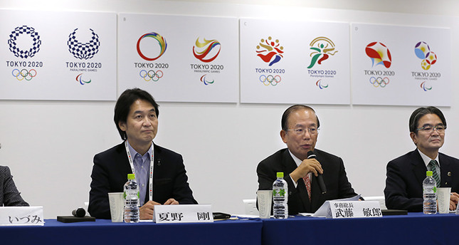 Tokyo 2020 Olympics CEO Toshiro Muto (C), speaks with Tokyo 2020 Emblems Selection Committee Chairperson Ryohei Miyata (R), and Tokyo 2020 Emblems Selection Committee member Takeshi Natsuno during a press conference on April 8, 2016. (AP Photo)