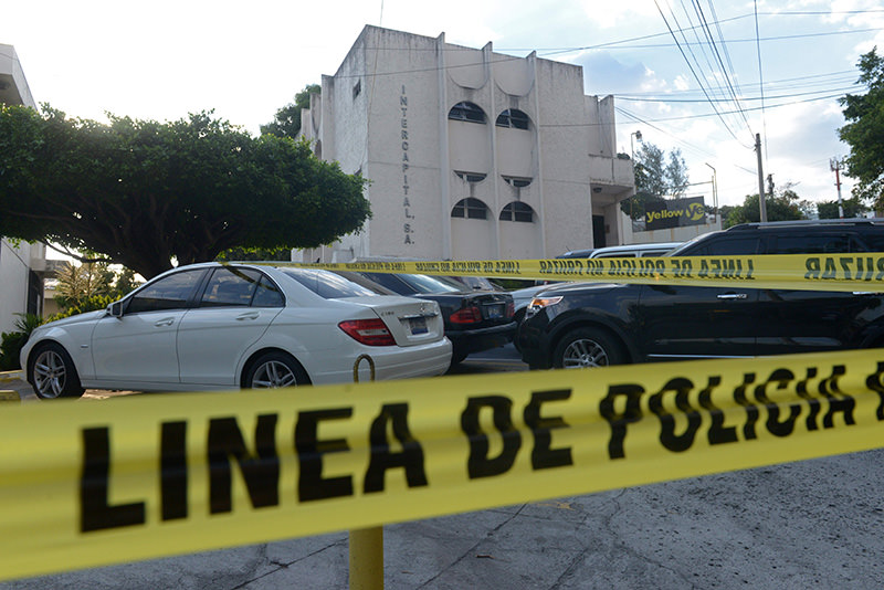 View of the building where the mossack Fonseca offices are located during a police raid in San Salvador on April 8, 2016 (AFP Photo)