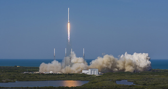 The private firm SpaceX has launched its Dragon capsule to supply the astronauts on the ISS with more than 3,175 kilograms of supplies and scientific equipment, including devices for testing weightlessness in space. (EPA Photo)