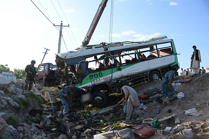Afghan security forces inspect the site of a suicide attack on a bus carrying Afghan army recruits in Jalalabad on April 11, 2016. (AFP Photo)