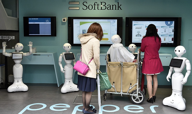 Young women visit a newly opened robot-staffed store in Tokyo, Japan, 24 March 2016 (EPA Photo)