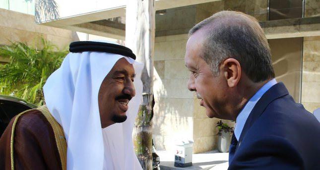 Saudi King Salman (L) meets with President Erdoğan before the G20 Leaders Summit in Antalya on Nov. 14, 2015.