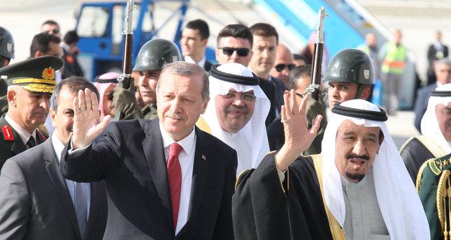 President Erdoğan receives Saudi King at Ankara airport