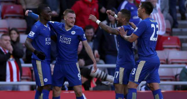 Leicester City's Jamie Vardy (2-L) celebrates scoring his second goal during the Premier League match against Sunderland.