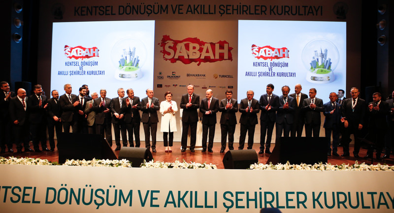 President Recep Tayyip Erdou011fan (C) and CEOs of Turkey's leading construction companies standing for a family photo at the Urban Development and Smart Cities Assembly organized by the Sabah daily.