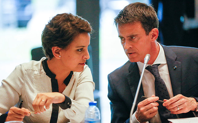 French Prime Minister Manuel Valls (R) and Education Minister Najat Vallaud-Belkacem (L) attend a cabinet meeting on equality and citizenship in Vaulx-en-Velin near Lyon, France, April 13, 2016. (Reuters Photo)