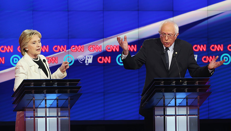 Democratic Presidential candidates Hillary Clinton and Sen. Bernie Sanders (D-VT) debate during the CNN Democratic Presidential Primary Debate at the Duggal Greenhouse in the Brooklyn Navy Yard (AFP Photo)