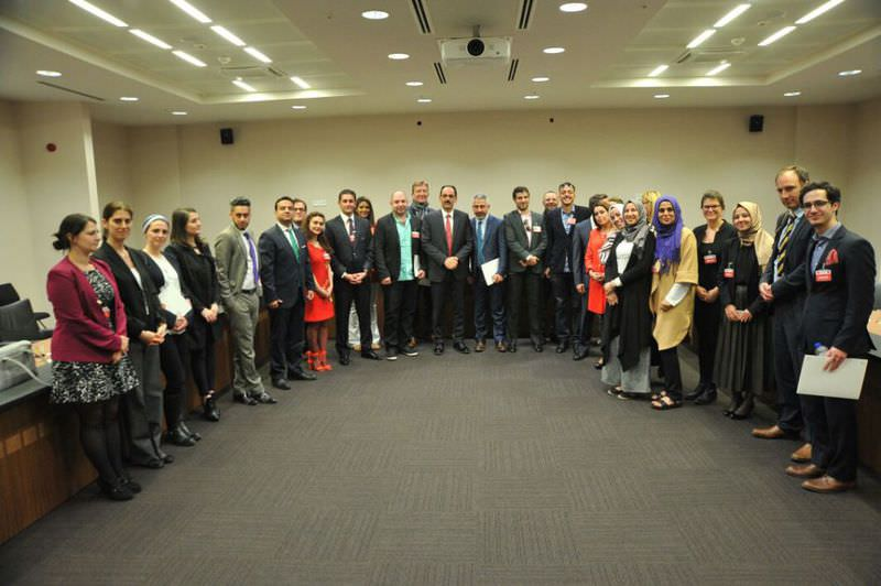 Journalists attending the academy, Daily Sabah Centre For Policy Studies officials and presidential spokesman u0130brahim Kalu0131n (C) pose for a photo-op.