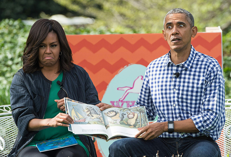 US President Barack Obama and First Lady Michelle Obama read Maurice Sendak's ,Where the Wild Things Are, to children at the annual Easter Egg Roll at the White House in Washington, DC, on March 28, 2016 (AFP Photo)