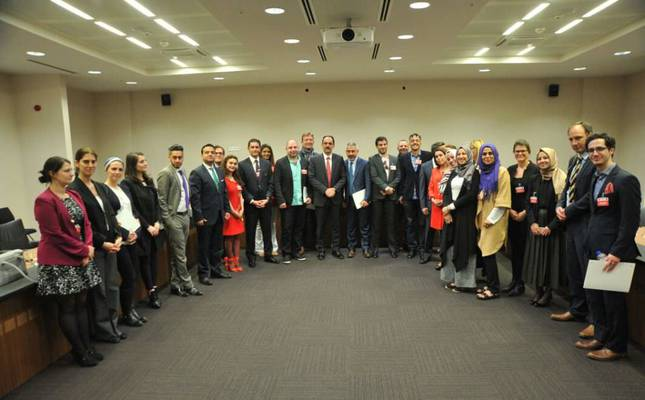 Journalists attending the academy, Daily Sabah Centre For Policy Studies officials and presidential spokesman İbrahim Kalın C pose for a photo-op.