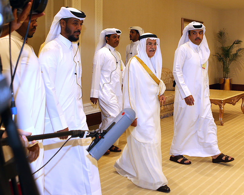 Saudi Arabia's minister of Oil and Mineral Resources Ali al-Naimi (C) arrives for the organization of Petroleum Exporting Countries (OPEC) meeting, in the Qatari capital Doha, on April 17, 2016. (AFP Photo)