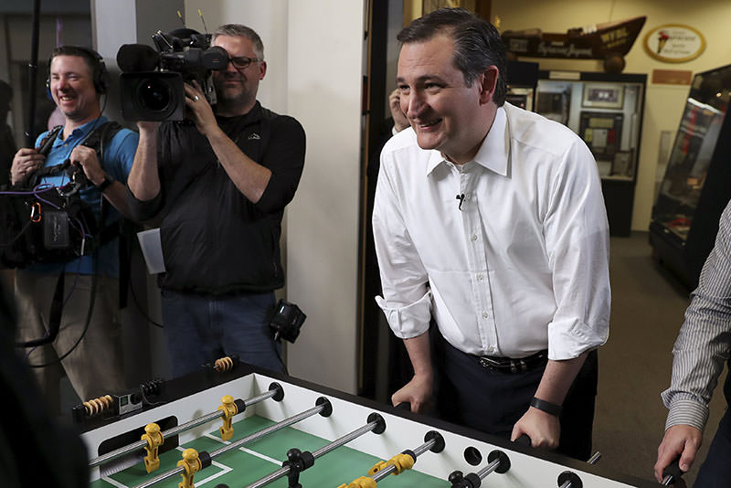 U.S. Republican presidential candidate Ted Cruz plays a game of foosball before a campaign event in Syracuse, New York April 15, 2016. (Reuters)