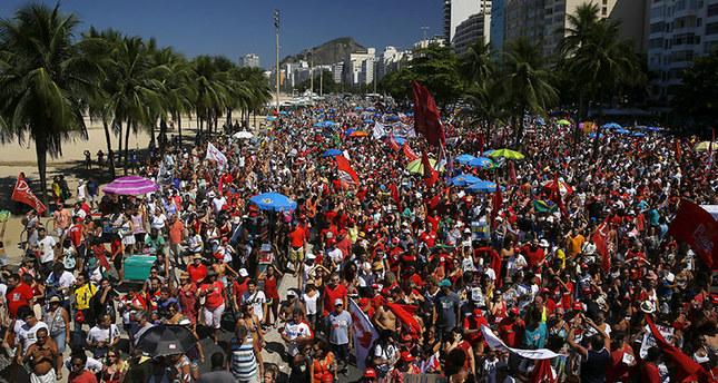 People protest against Brazilian President Dilma Rousseff's impeachment in Rio de Janeiro, Brazil April 17, 2016. (Reuters Photo)