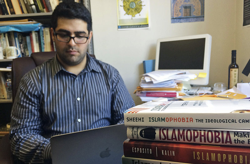 Khairuldeen Makhzoomi works in his office in Berkeley, Calif., Monday, April 18, 2016 (AP Photo)