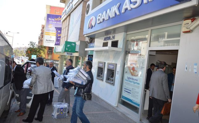 Suspects linked to Gülen Movement, business figures detained over fraud