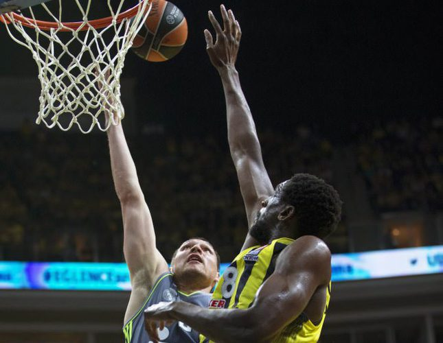Real Madrid's Jonas Maciulis (L) in action against Fenerbahçe's Ekpe Udoh (R) during the Euroleague playoff basketball match between Fenerbahçe and Real Madrid in Istanbul.